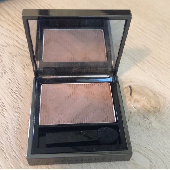 Burberry Other - Burberry Wet & Dry Silk Eyeshadow Rosewood